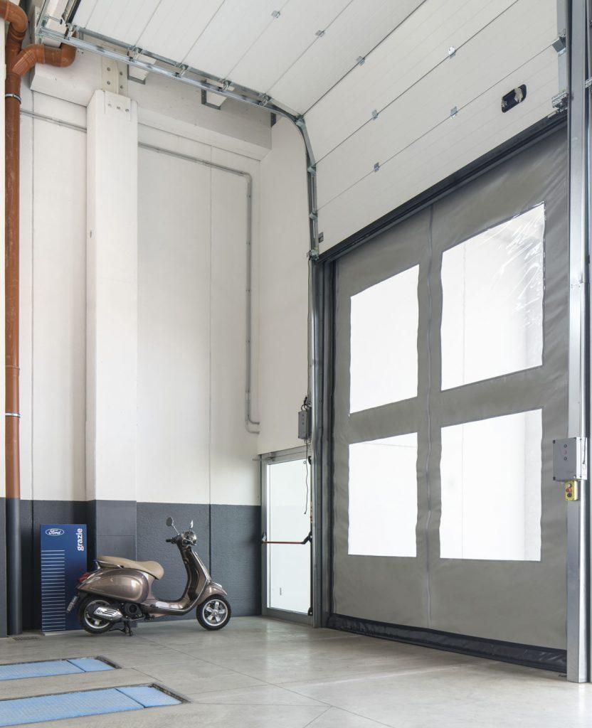 Portoni sezionali industriali con porta rapida
