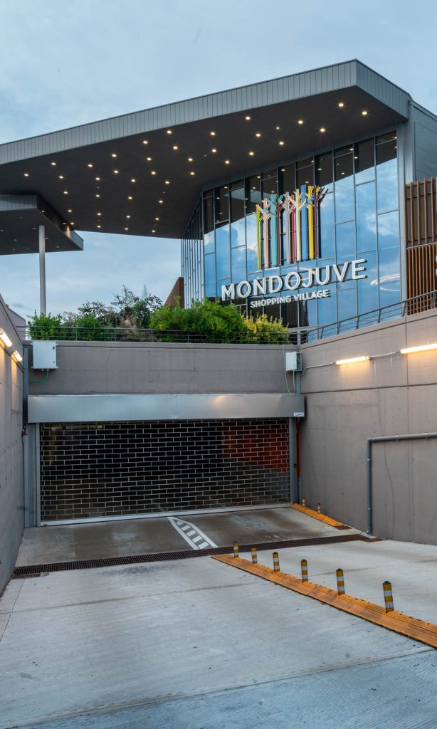 Serranda centro commerciale accesso auto Mondojuve